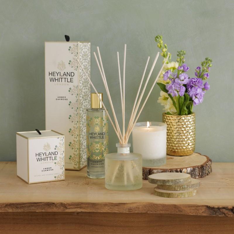 Aromatinė žvakė Heyland & Whittle Gold Classic Amber Oakmoss Candle In A Glass HW692, 230 g